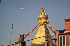 Kathmandu Stupa mit Flugzeug
